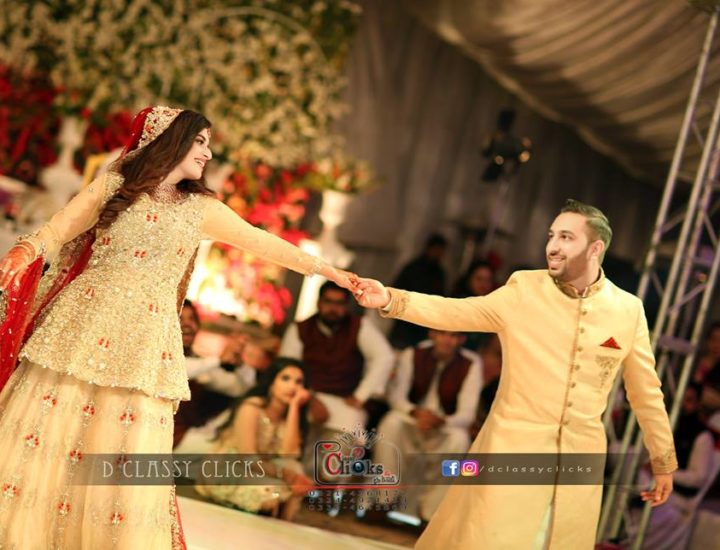 mehndi photography, dancing shot, bride and groom candid, candid shot, wedding photography